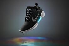 "Nike เริ่มโปรโมท ""รองเท้ารัดเชือกอัตโนมัติ"" เชื่อมต่อกับสมาร์ทโฟน(คลิป)"