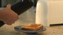 The biēm butter sprayer – กระบอกพ่นเนยลงบนอาหารในเวลาไม่กี่วินาที