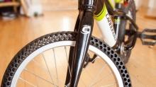 นักปั่นมีเฮ กับยางจักรยานแบบใหม่ที่ไม่มีวันแบน