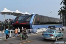 """เริ่มแล้ว! """"รถบัสลอยฟ้า ของจีนทดสอบการเดินรถ"""