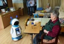 """สุดเจ๋ง!!""""หุ่นยนต์พยาบาล"""" ช่วยดูแลผู้สูงอายุ"""